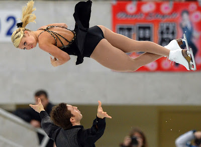 Tournament, Russia, Moscow, Skating, ISU Grand Prix of Figure Skating, Dance, Sports, Pairs, Free, Figure Skating, Women, Girl, Men, US, Canada, Kirsten Moore-Towers, Dylan Moscovitch, Performer, Performance, Agnes Zawadzki,