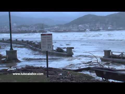 El mar se traga la playa de Ereaga 03-03-2014