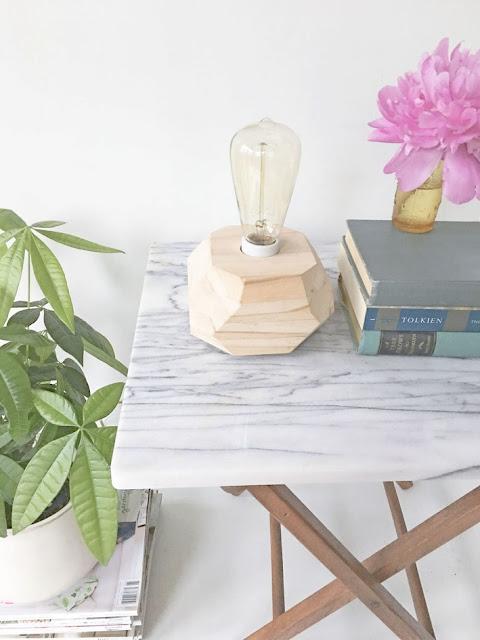 Tischleuchte zum Selbermachen – markanter Lampenfuß aus Holz für Vintage Porzellanfassung