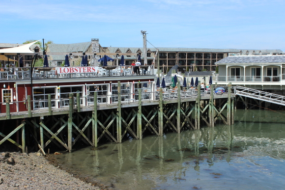 This pier has a place to get fresh lobsters and other restaurants.