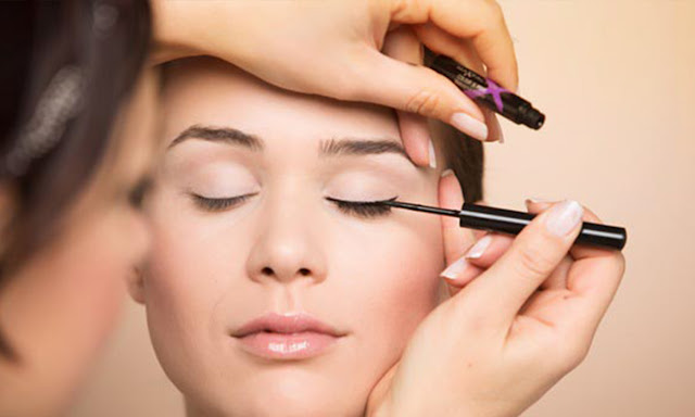 best waterproof, smudge proof pencil eyeliner: Smudge free liner