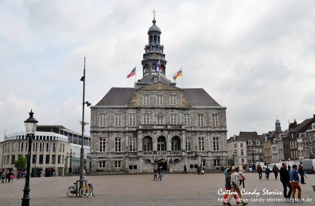 Marktplatz mit Rathaus in Maastricht