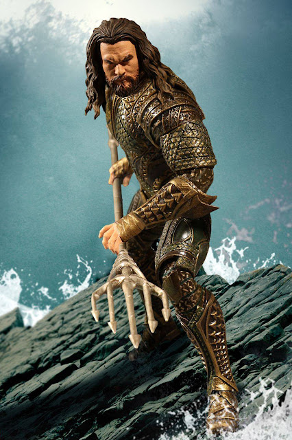 osw.zone Mezco Toyz One: 12 Collective Justice League 1 / 12th Jason Momoa as an Aquaman Action Figure