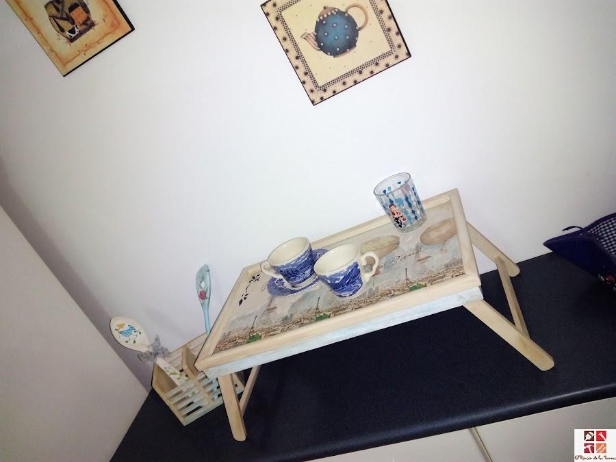 bandeja reciclada con pintura a la tiza y decoupage