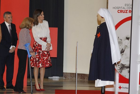Queen Letizia wore a new printed skirt by Hugo Boss, and wore Carolina Herrera white cashmere coat, and Hugo Boss silk top