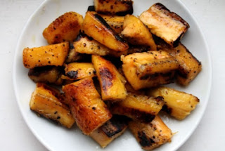 Easy to make, kelewele are plantain cubes, sprinkled with ginger, hot pepper and fried in palm oil.