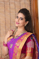 Anchor Manjoosha in Beautiful Kanjiwaram Saree at At Sankarabharanam Awards 2017 ~  Exclusive 031.JPG