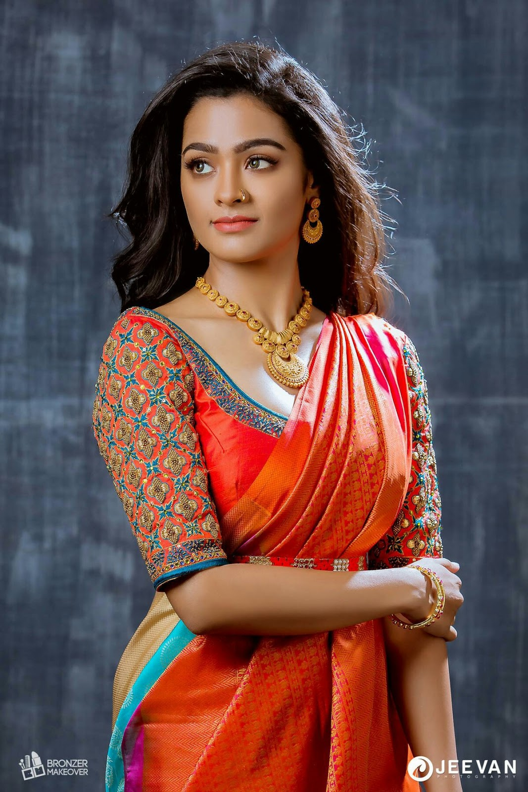 50+ Hottest HD Photos of Beautiful Indian Women in Saree!