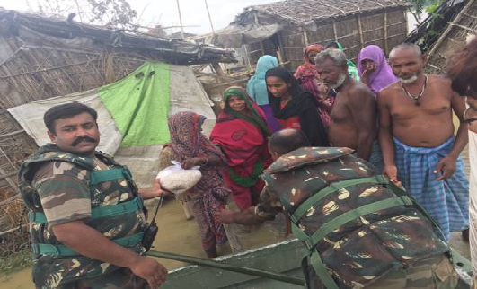 army-helping-hand-bihar-floods-paramnews