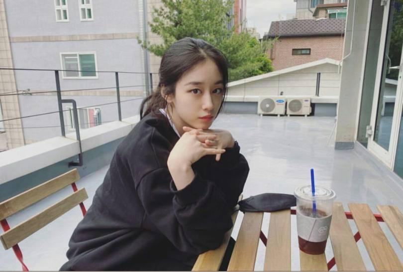 Jiyeon elegant clothes