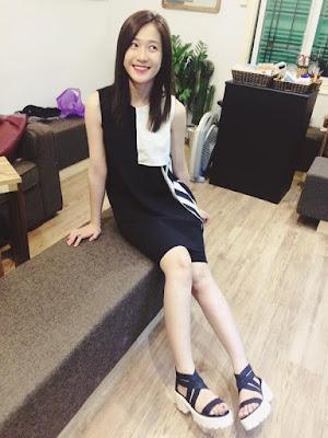 Xem mỹ nữ việt chọn giày Sneaker đế cao bắt cặp hoàn hảo cùng váy h2è