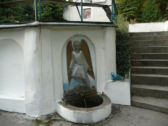 Підгірці. Благовіщенський монастир чину святого Василія Великого. Святе джерело