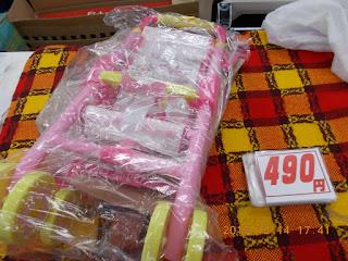 中古品のメルちゃんベビーカー490円です。