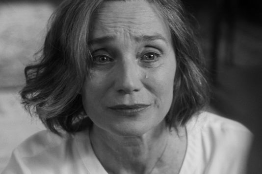 Janet (Kristin Scott Thomas) dans The Party