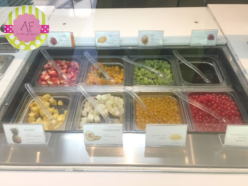 Pinkberry Fruits and Swirl Pearls