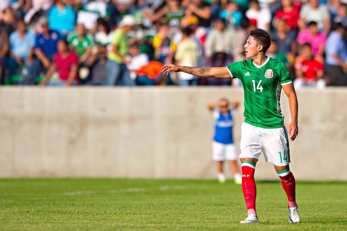 Carlos Salcedo en Tri Sub 23.