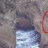 Menantang Maut, Bergelantungan di Tebing Curam Demi Lobster Mahal