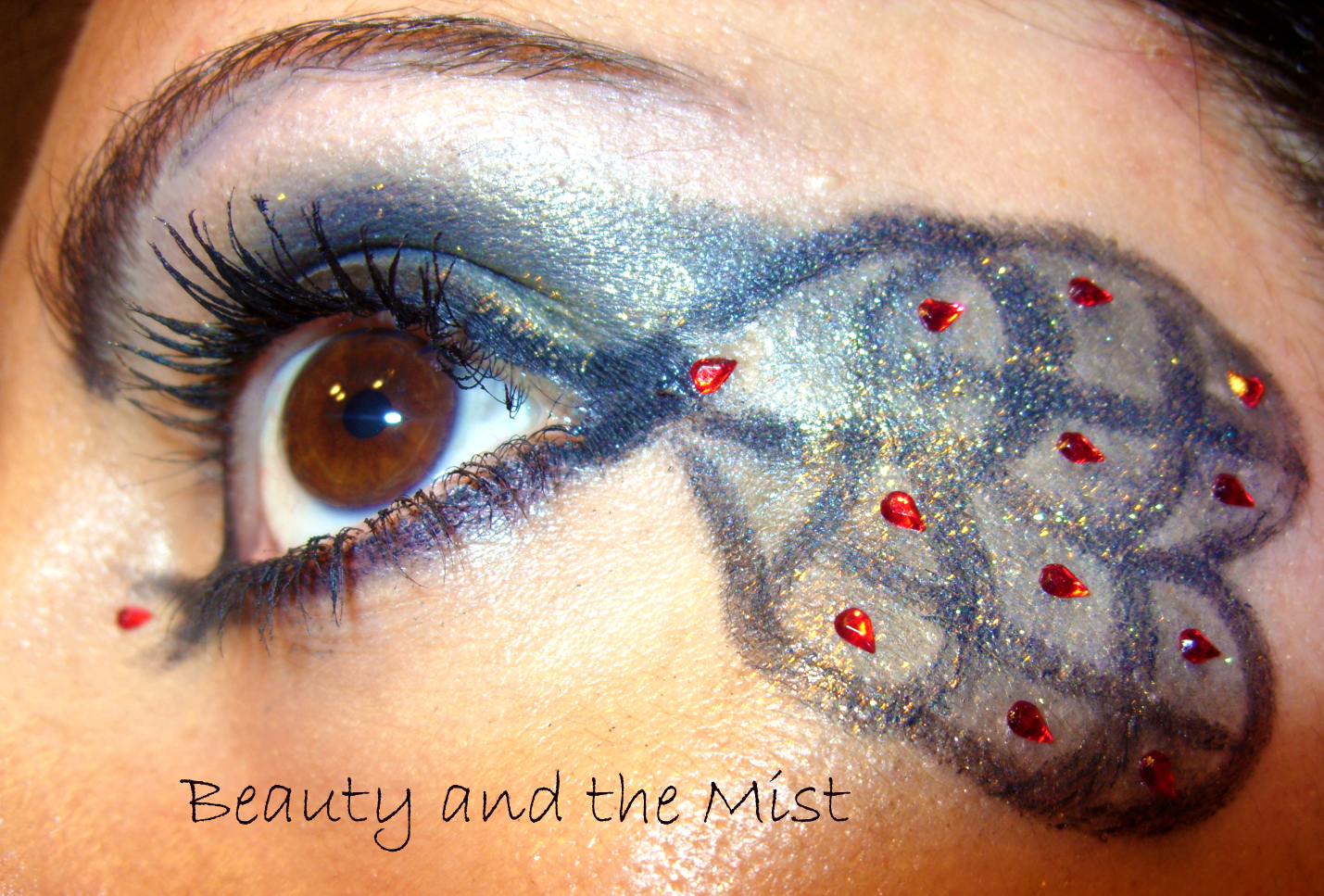 A Peacock Eye Makeup For Halloween Beauty And The Mist
