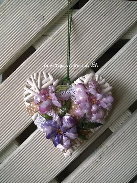 cuore-decorato-con-sospeso-trasparente