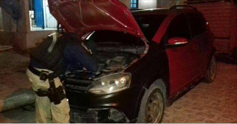 PRF prende homem com veículo roubado e arma de fogo em Ouro Branco