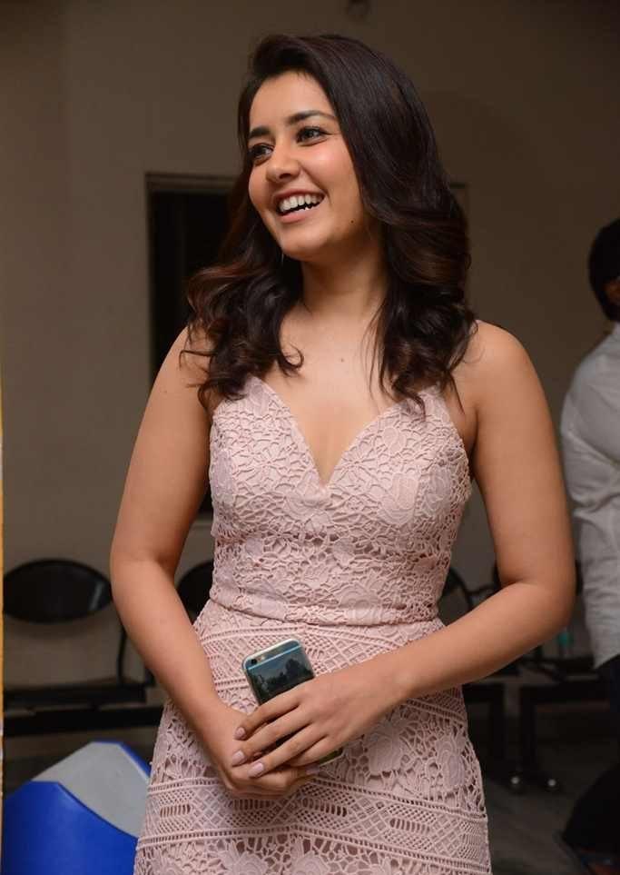 Telugu Actress Rashi Khanna Images At Hindi Movie Premier Show