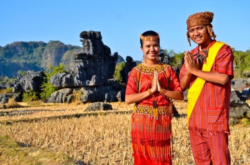 5 Baju Adat Sulawesi Selatan, Nama, Penjelasan dan ...