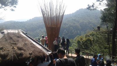 Wisata alam rumah pohon pabangbon bogor melihat keindahan alam dari ketinggian