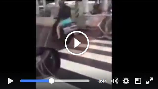 Ini Akibatnya Jika Kendarai Sepeda Motor Pakai Rok Mini