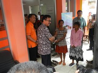 Penjabat Bupati Tana Toraja H. Jufri Rahman, meluncurkan penyaluran dana Program Keluarga Harapan. Launching ditandai penyerahan dana PKH dari Kementerian Sosial RI kepada KSM (keluarga sangat miskin), Jumat (12/02)