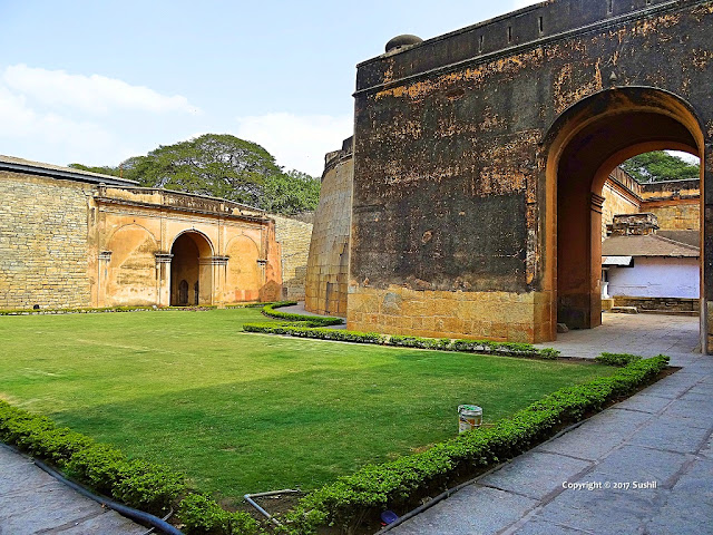 Another Main Gate that is Closed for Now, Bangalore Fort (sonesrs.blogspot.in)