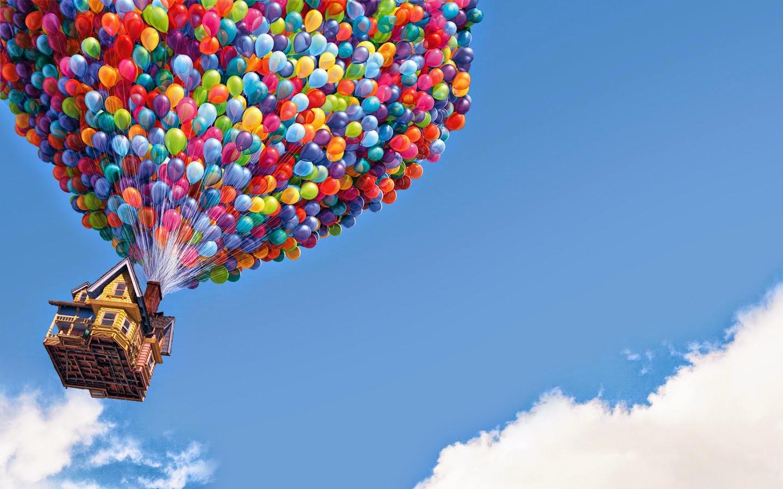 Fotograma de Up de Disney Pixar. Casa volando con globos
