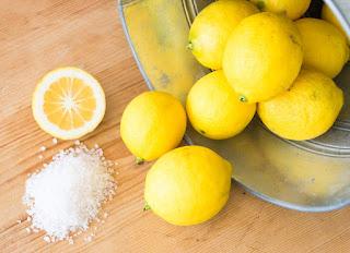 Cara-Memutihkan-Gigi-Dengan-Lemon-Dan-Garam