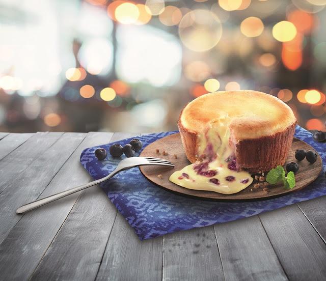 Dominoes Blueberry Cheesecake Lava Cake