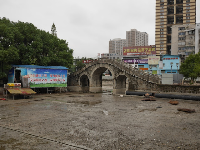 drained lake at Lianhu Square (莲湖广场) in Hengyang