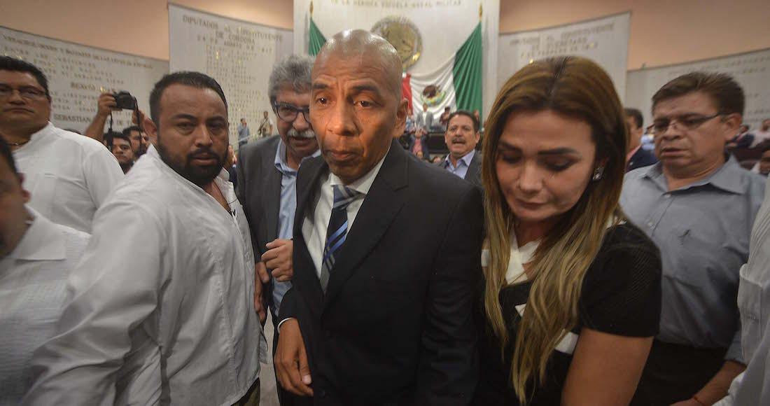 """Yunes se sale con la suya: deja a """"Fiscal carnal"""" para que le cuide la espalda en Veracruz."""