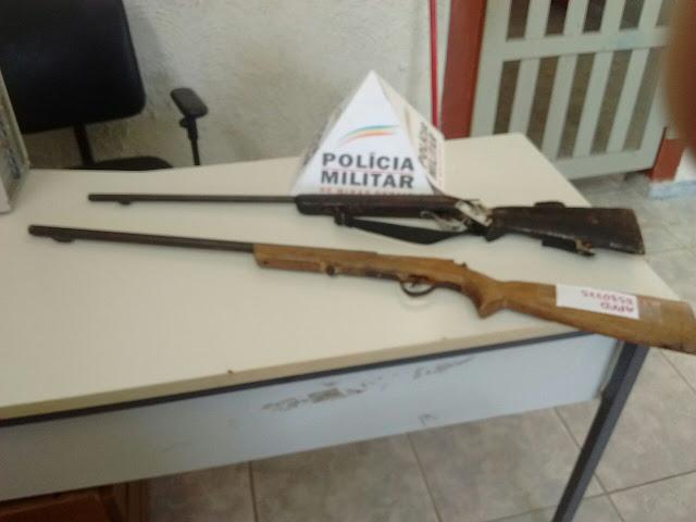 Em Jequitinhonha, PM apreende 2 armas com rapaz acusado de agredir uma mulher