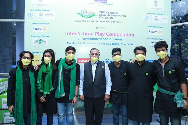 Mr. GS Singhvi,along with the students at the Inter School Play Competition