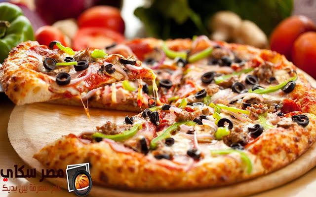 البيتزا بالطماطم والزيتون وخطوات التحضيرPizza