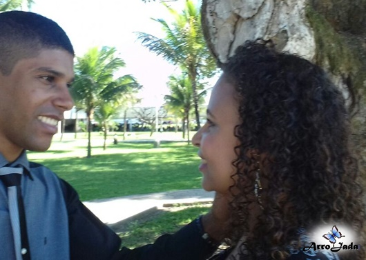Marido olhando mulher Casal Peixoto