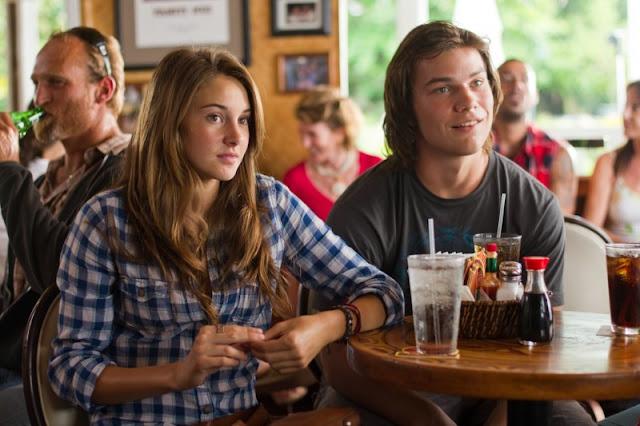 Shailene Woodley y Nick Krause, el mejor amigo de ella en Los descendientes