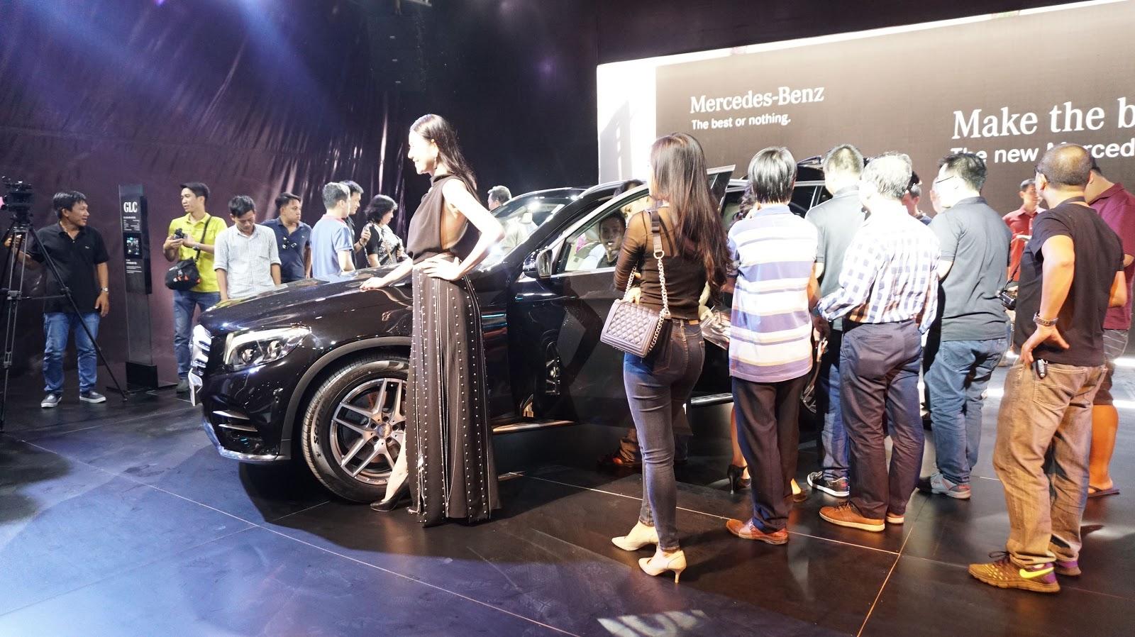 Rất đông khách hàng quan tâm và có ý định rước ngay chiếc Mercedes Benz GLC 2016 này trong năm 2016 này