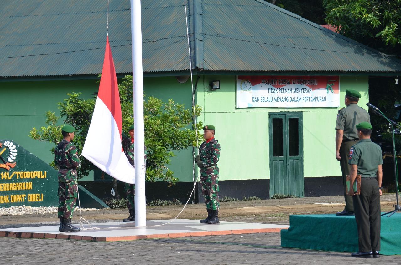 Personel Korem 141/Tp Upacara Bendera Dihari Pertama Puasa, Ini Pesan Pangdam XIV/Hsn