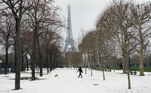 Οι σφοδρές χιονοπτώσεις προκαλούν χάος στο Παρίσι!!!