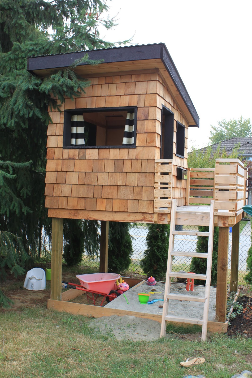 Do It Yourself Home Design: Dirt Digging Sisters: Diy Modern Playhouse