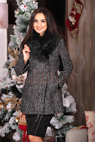 Palton dama cu blana neagra la gat si detalii din piele ecologica