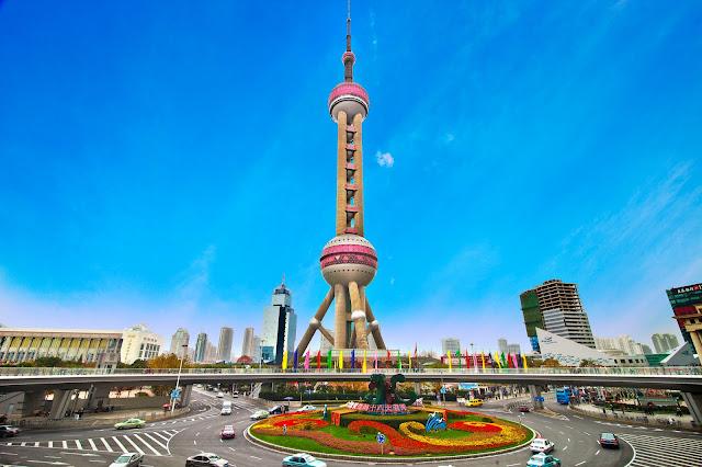 Oriental Pearl Tower, é mais uma das grandes torres de transmissão