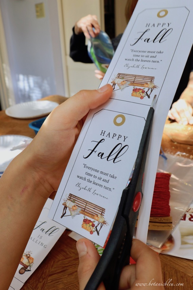add Fall gift tags to double chocolate caramel apples for friends