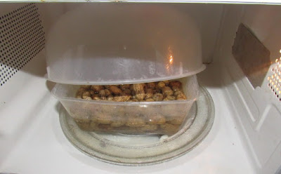 Groundnuts in the microwave