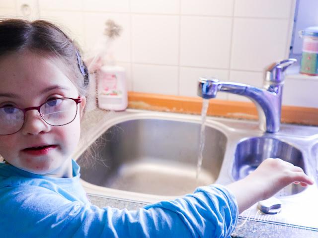 Wasser aus dem Wasserhahn, - Post für World Vision