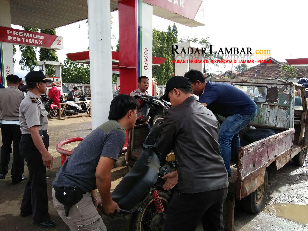 Polisi Amankan 6 Mobil  11 Motor di SPBU Karangagung